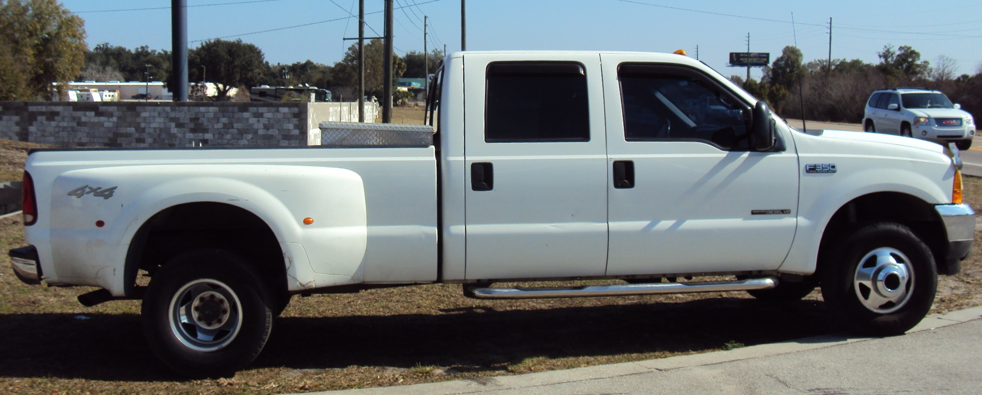 2001 Ford F350 Super Duty Super Cab and 2009 Ford Super Duty Truck Bed
